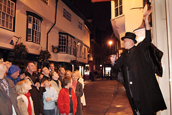 York ghost walk guide on the street of Stonegat conducting his ghost tour.